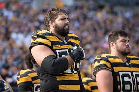 f06e42cb3 PITTSBURGH — Steelers left tackle Alejandro Villanueva blames himself for  the image of him standing away from teammates during Sunday s national  anthem